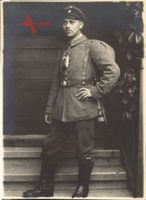 Historisches Foto junger Mann auf Feldurlaub, 1. Weltkrieg