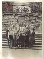 """Foto Hitlerjunge """"Bimbo"""" am Grab von Richard Wagner in Bayreuth"""