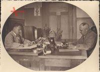 Foto Kollegen im Büro, Heidenau, Schreibtisch, Stempel, Aktenordner