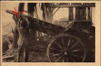 Deutscher Soldat kühlt heißgewordenes Geschütz, Erster Weltkrieg, WHW