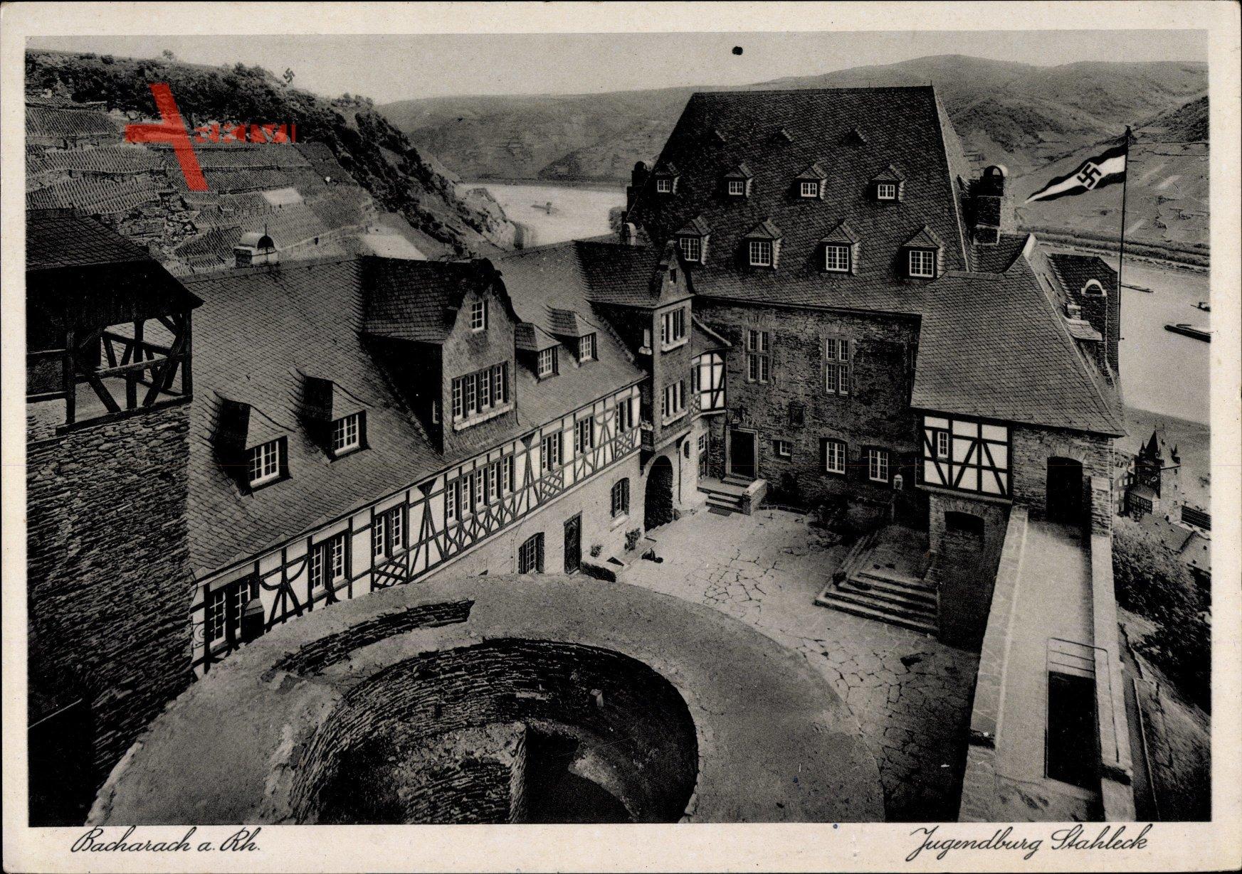 Bacharach am Rhein im Kreis Mainz Bingen, Blick in den Innenhof der Jugendburg Stahleck