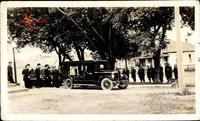 Foto Deutsche Wehrmacht, Beerdigung, Leichenwagen, Sarg wird eingeladen, II. WK