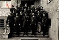 Foto Deutsche Wehrmacht, Luftwaffe, Soldaten in Uniformen, Hauptmann mit Fliegerabzeichen, II. WK