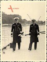 Foto Deutsche Wehrmacht, Kriegsmarine, Offiziere in Uniformen An Bord eines Schiffes, II. WK