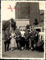 Foto SA Uniformierte mit Frauen, LKW, Stiefel, Rangabzeichen