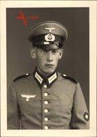 Deutsche Wehrmacht, Soldat in Uniform, Schirmmütze, Kragenspiegel, Ärmelabzeichen