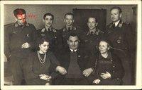 Foto Deutsche Wehrmacht, Luftwaffe, Offiziere in Uniformen, Flugzeugführerabzeichen