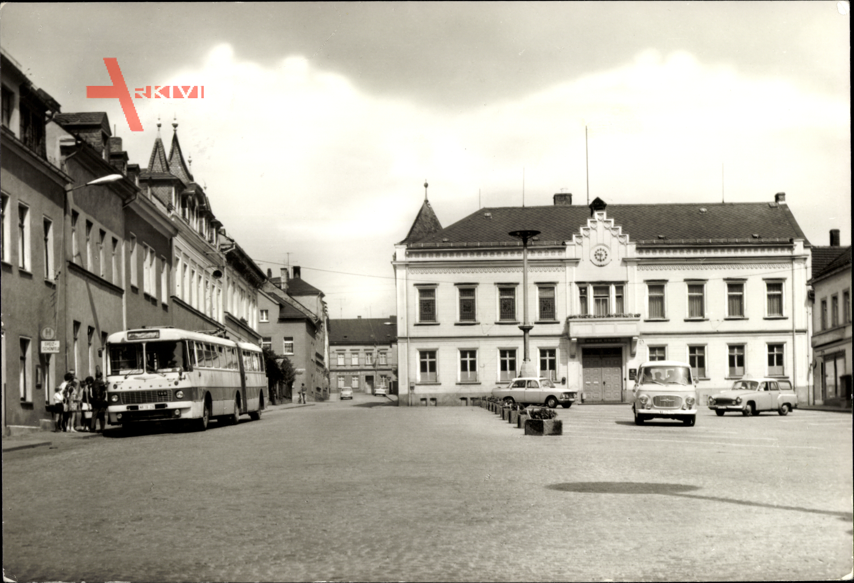 Elsterberg im Vogtland, Markt, Bus an der Haltestelle, Rathaus
