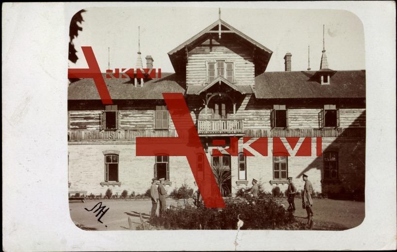 Pastavy Weisßrussland, Soldaten vor Gebäude