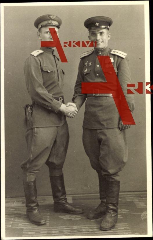 Zwei russische Soldaten in Uniformen, Orden