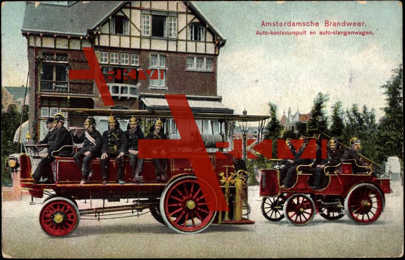 Amsterdam, Blick auf Feuerwehrauto und Wohnhaus