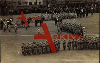 Weimar, Soldaten mit Gewehren bei Parade