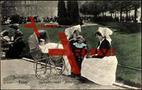 Berliner Typen, Frauen in Spreewälder Tracht im Park um 1907