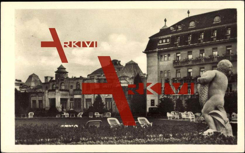 Piestany Slowakei, Blick aufs Kurhaus Irma, Garten