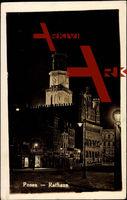 Posen, Partie am Rathaus, Seitenansicht, Nacht