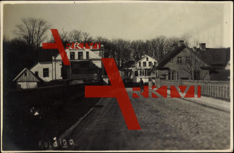 Kuldiga Lettland, Straßenansicht, Brücke,Soldat