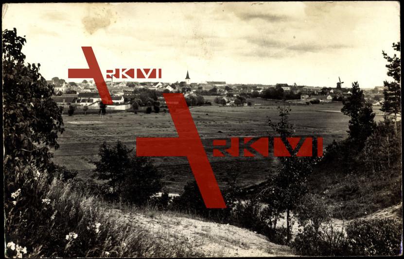 Tuckum Lettland, Blick über Felder zum Ort