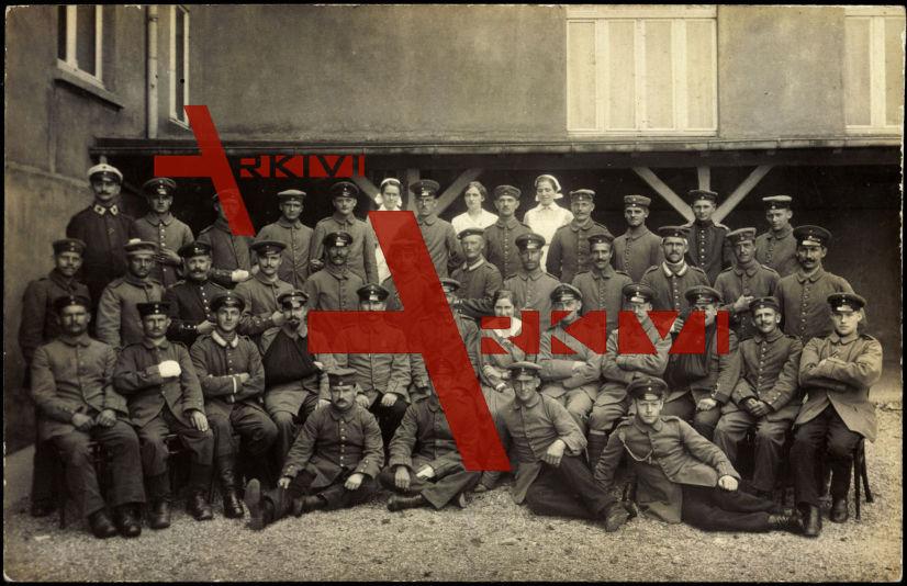 Mettmann Lazarett, Soldatengruppe, Schwestern