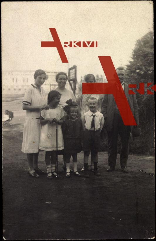 Wülfrath, Familienfoto, Kind mit Schleife