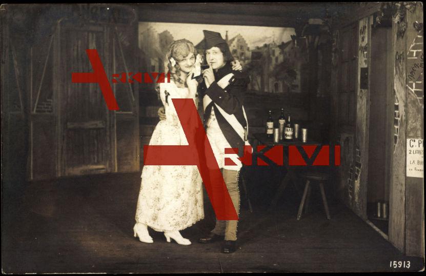 Münster, Theaterauftritt, Frauen, Uniform