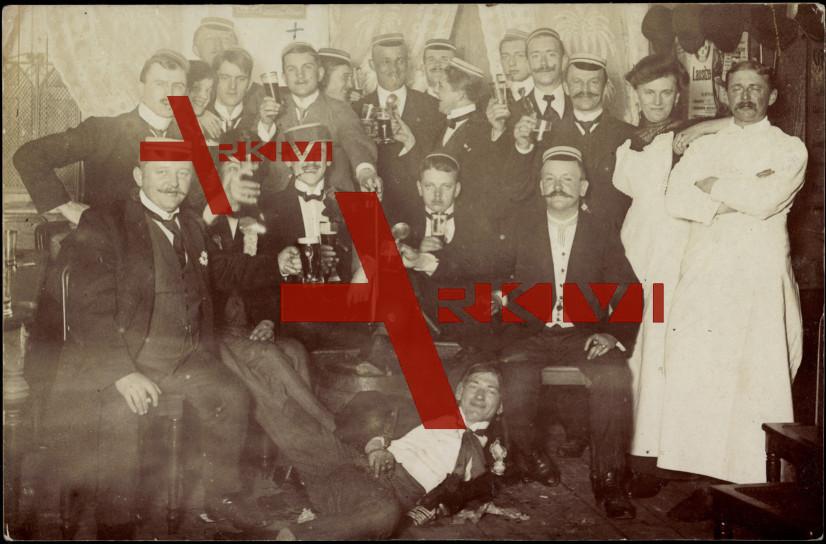 Studentika Ehemalige Studenten,Bier,Gruppenfoto