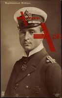 Portrait von Kapitänleutnant Otto Weddigen, Kommandant von U 9, mit Pour le Mérite und eisernem Kreuz der Klasse I , NPG 4971