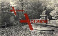 Jena Thüringen, Partie am Schillerdenkmal im Park, Herbst, Laubfall
