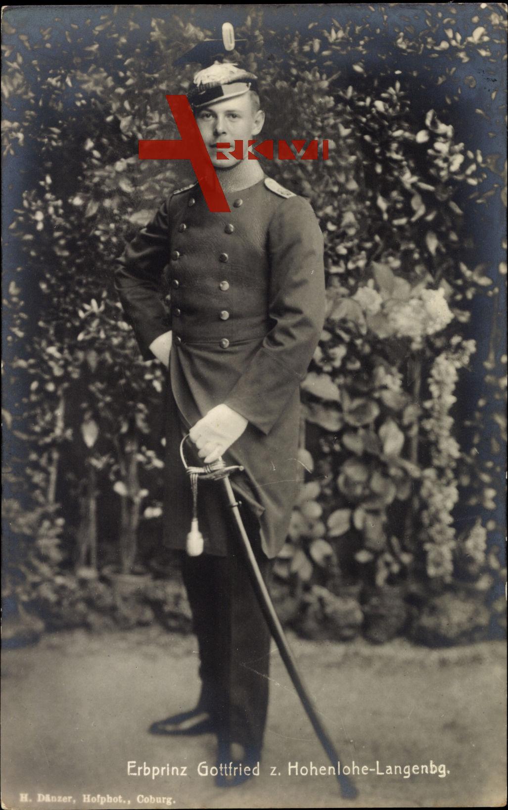 Erbprinz Gottfried zu Hohenlohe Langenburg, Uniform, Säbel.