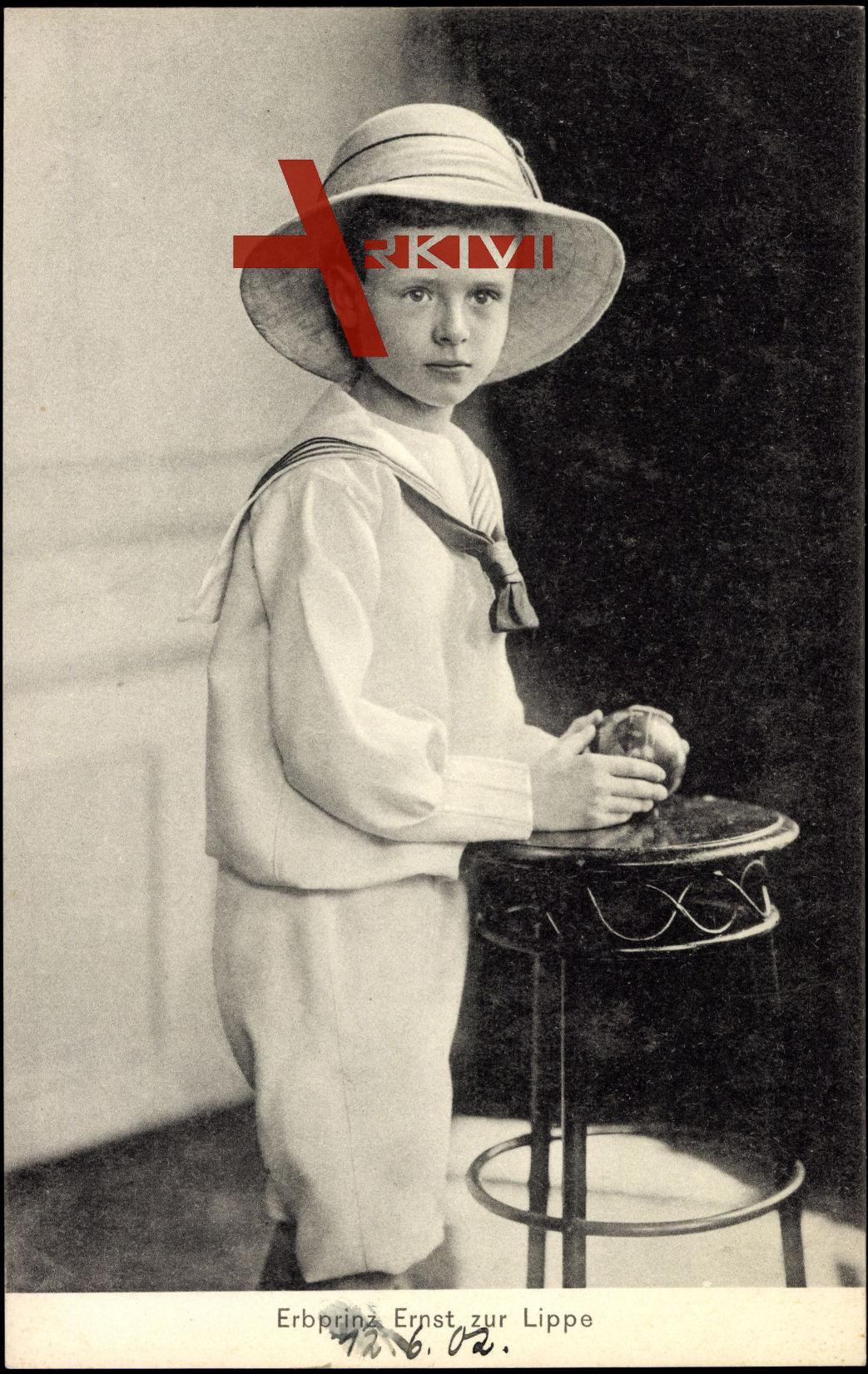 Erbprinz Ernst zur Lippe, Kind, Strohhut, Hocker
