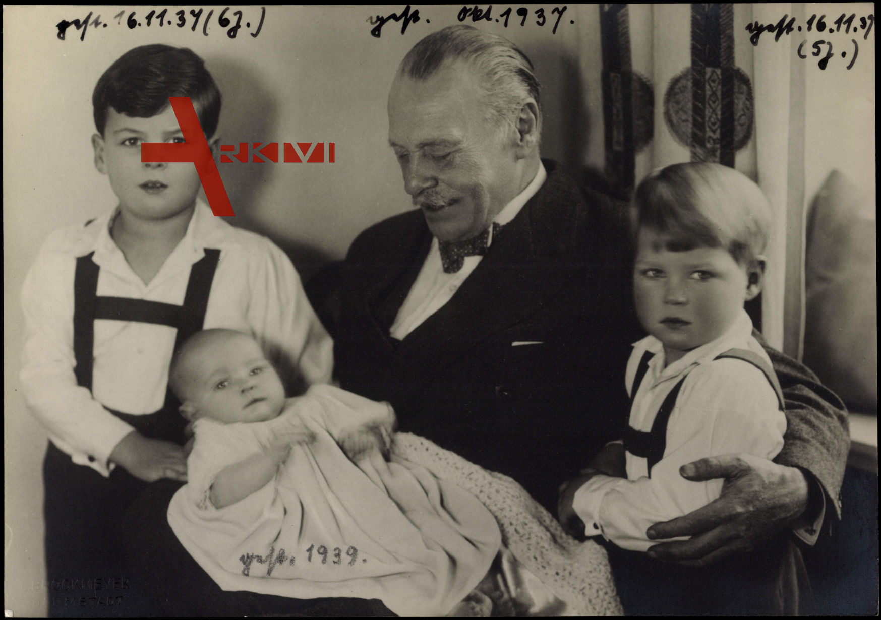 Großherzog Ernst Ludwig von Hessen mit Enkelkindern, Prinzen