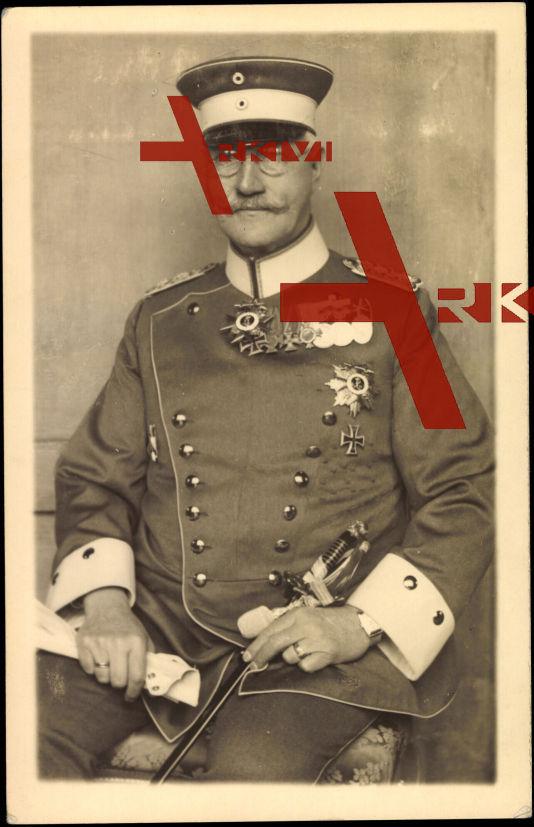 Prinz Alfons von Bayern in Uniform und mit Bruststern, Orden
