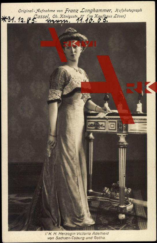 Herzogin Victoria Adelheid von Sachsen Coburg Gotha, Ballkleid
