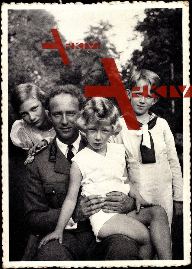 S.M. Léopold III. von Belgien mit seinen Kindern