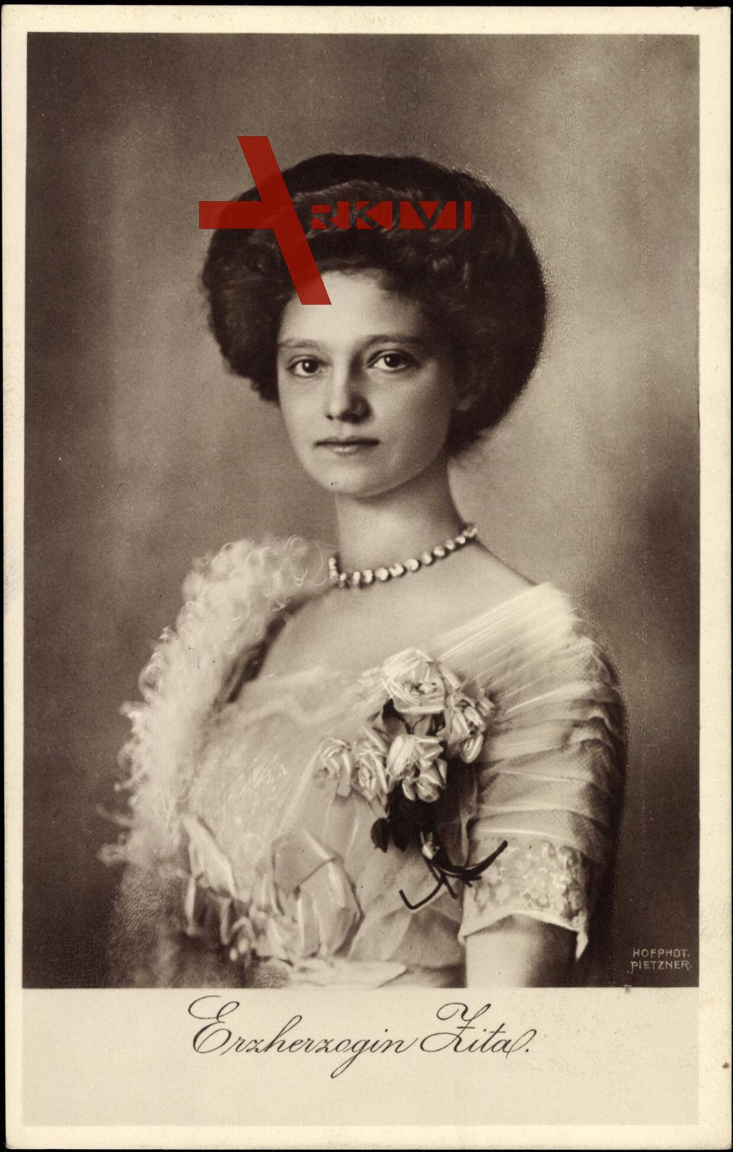 Erzherzogin Zita von Ungarn mit Hochsteckfrisur