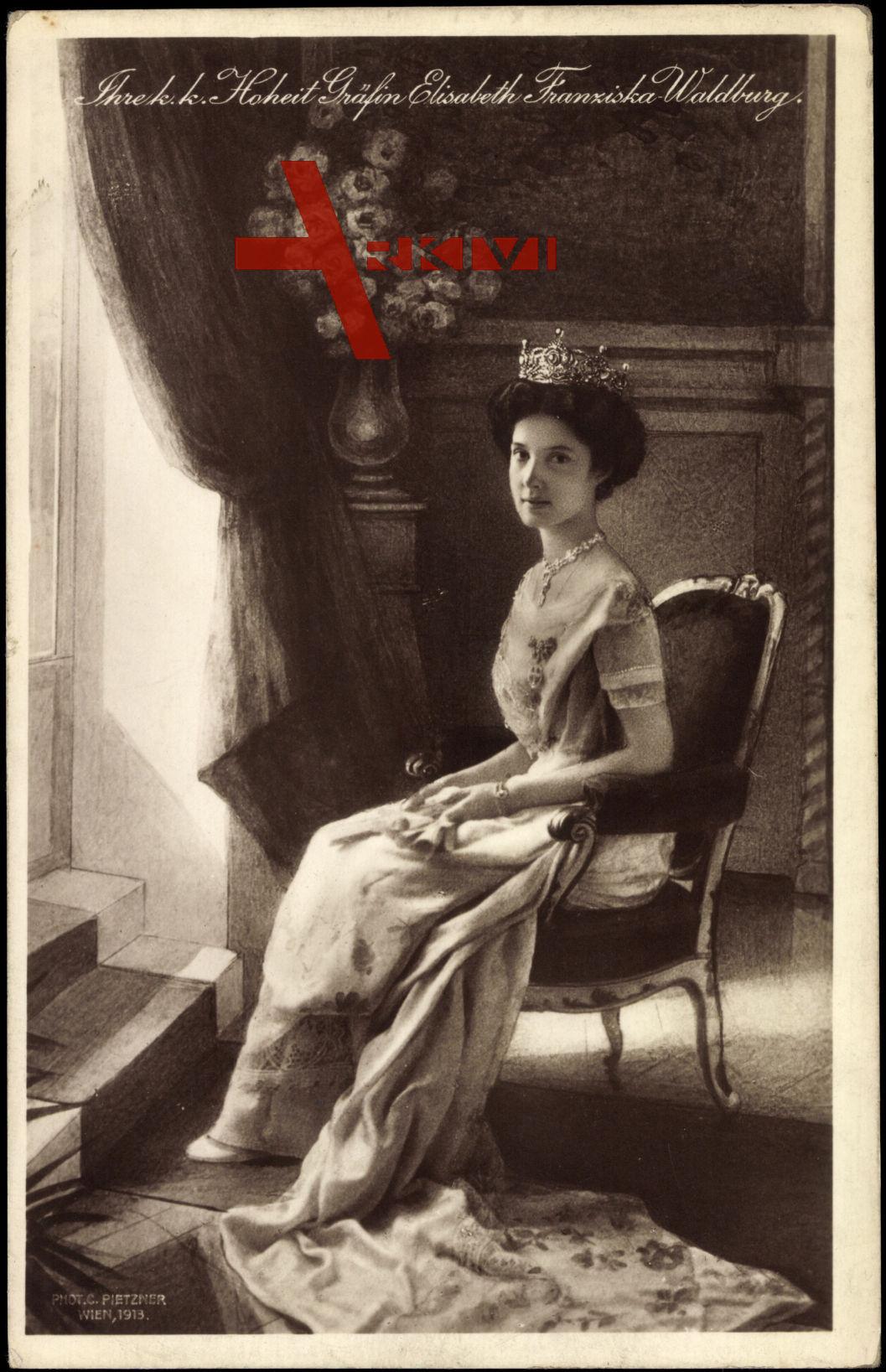 Gräfin Elisabeth Franziska Waldberg mit Krone