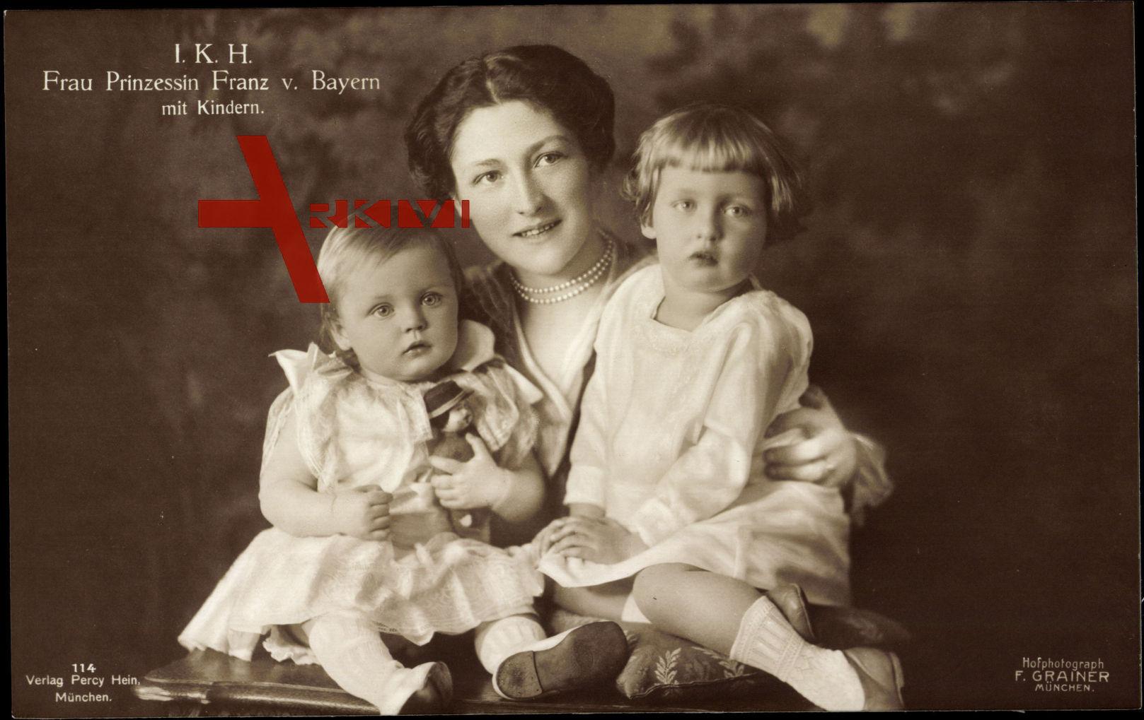 Prinzessin Franz von Bayern mit ihren Kindern, Isabella, Ludwig, Maria