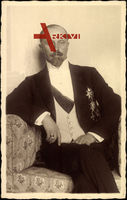 Fürst Leopold zu Lippe, Sitzportrait, Sessel, Orden