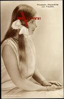 Prinzessin Alexandrine von Preußen mit Schleife im Haar