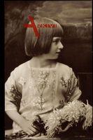Prinzessin Ileana, Adel Rumänien, Junge Jahre, Perlenkette