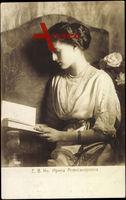 Irina Alexandrowna Romanowa von Russland, Buch lesend