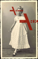 Juliane von Stolberg Wernigerode, Junges Mädchen, Weißes Kleid
