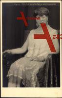 Marie Fürstin zu Stolberg Wernigerode, Sitzportrait, Perlenkette