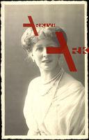 Fürstin Marie zu Stolberg Wernigerode, Portrait, Perlenkette