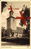Berlin Lichtenberg, Blick auf die Kirche, Glockenturm, Straßenpartie