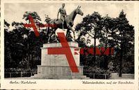 Berlin Lichtenberg Karlshorst, Blick auf den Heldendenkstein auf der Rennbahn