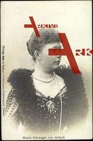 Herzogin Marie von Anhalt, Portrait, Schal, Perlenkette
