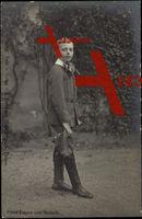 Prinz Eugen von Anhalt mit Fliege, Lederstiefel