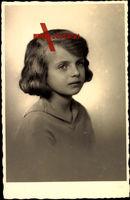 Prinzessin Helene von Thurn und Taxis, Portrait, Kurzes Haar