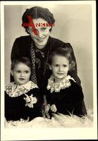 Dorothea von Bayern mit ihren zwei Kindern