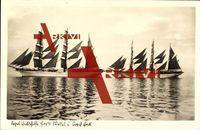 Blick auf die Segelschulschiffe Horst Wessel und Gorch Fock, Dreimaster